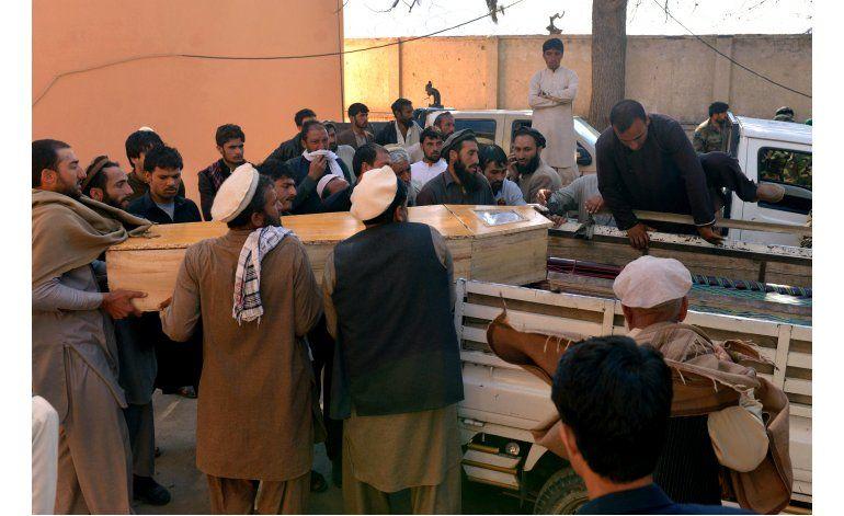 Atacante suicida mata a al menos 10 civiles en Afganistán