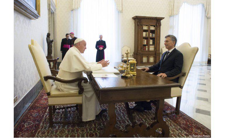 Papa entrega símbolo de unidad a presidente argentino