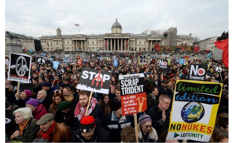 Miles marchan en Londres para oponerse a armas nucleares