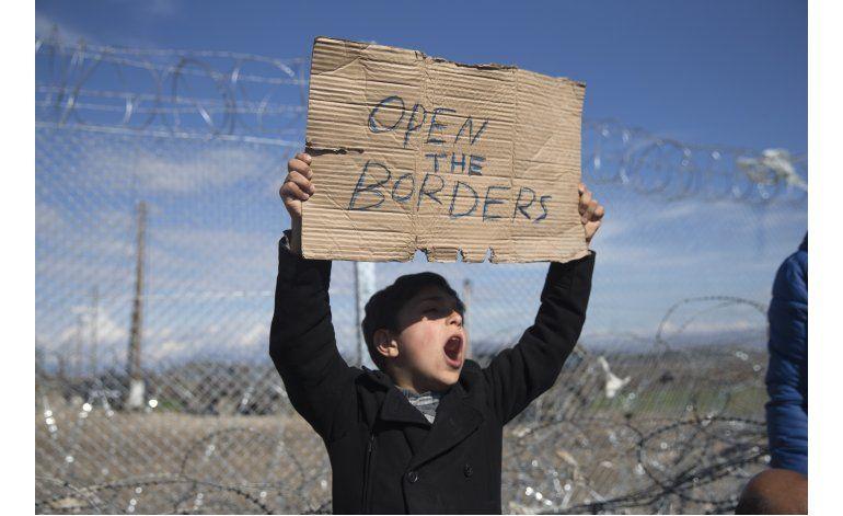 Macedonia reabre frontera a migrantes sirios e iraquíes