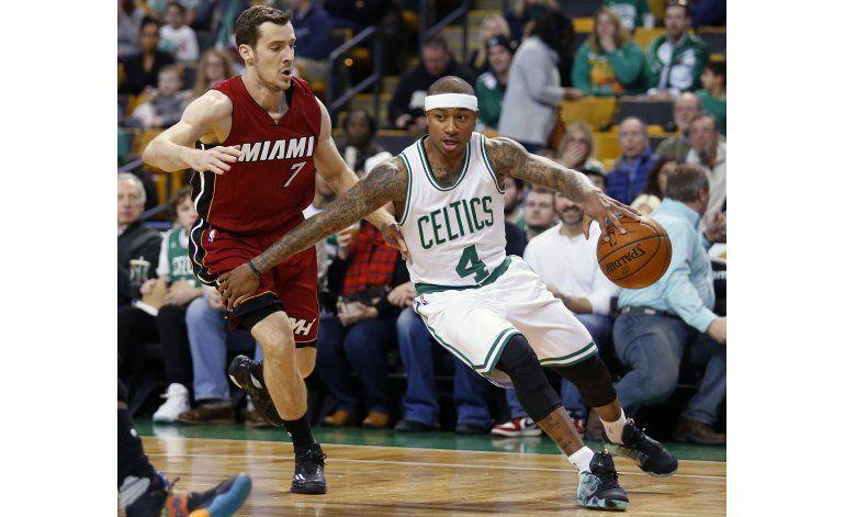 Celtics vencen al Heat para décima victoria seguida en casa