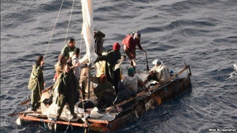 Crucero de Carnival rescata a 16 cubanos en el Golfo de México