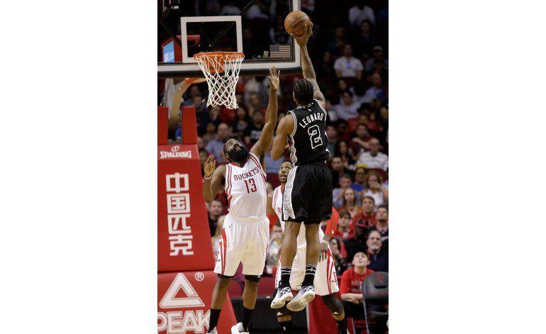Spurs llegan a 50 victorias tras vencer 104-94 a Houston