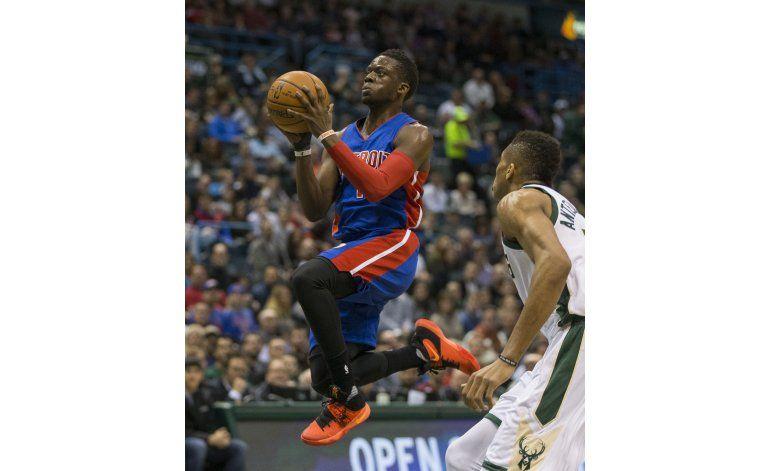 Pistons liquidan con triples al vencer a Bucks