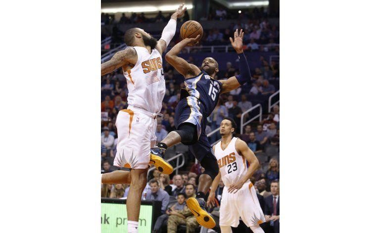 Suns cortan mala racha con triunfo 111-106 sobre Grizzlies