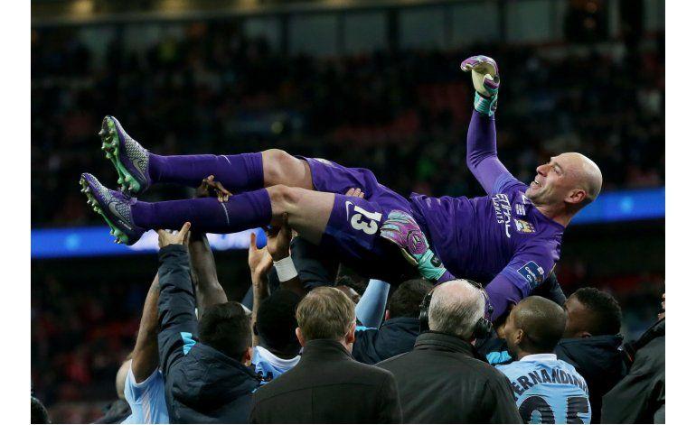 Un inmenso Caballero le da a Man City la Copa de la Liga