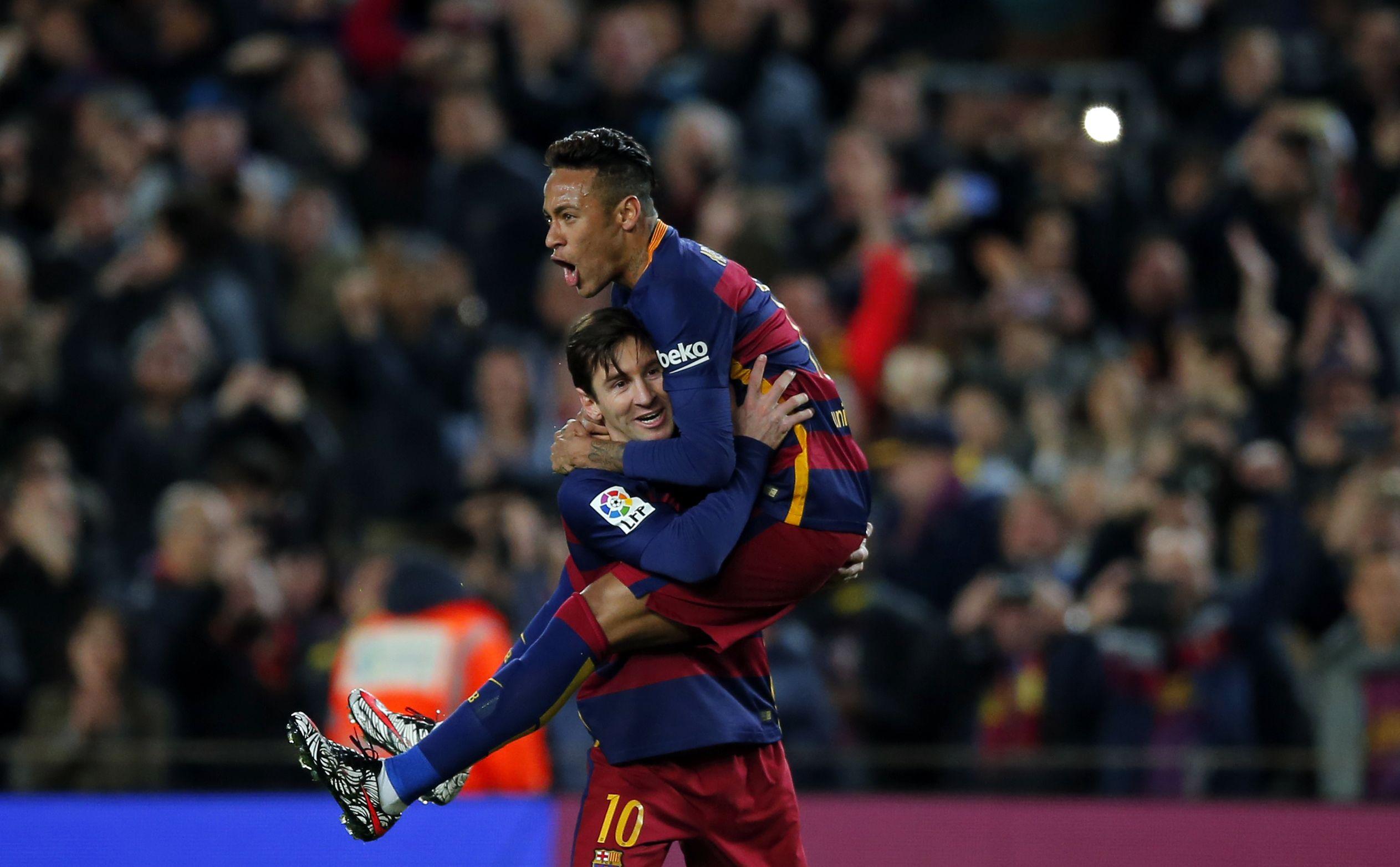 Messi levanta al Barsa frente a Sevilla y acerca el título bb31f939dfbe2