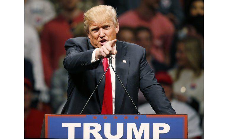 Critican a Trump por negarse a denunciar respaldo del KKK