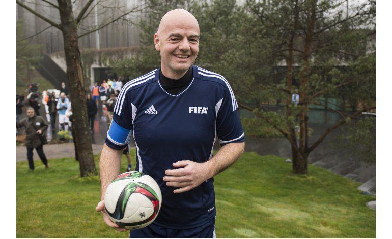 FIFA: El presidente Gianni Infantino en su 1er. día a cargo