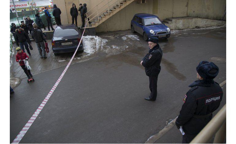 Moscú arresta a mujer que llevaba cabeza cercenada de niñito