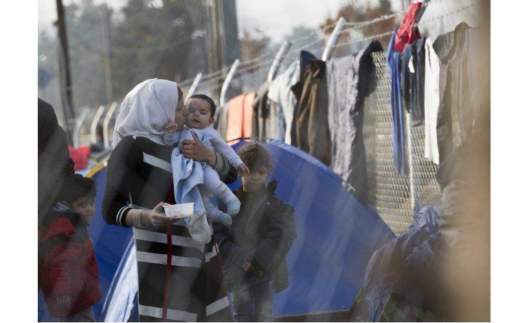 Más de 7.000 migrantes, varados en frontera Grecia-Macedonia