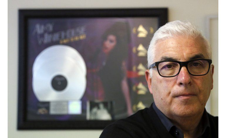 Padre de Winehouse contra documental ganador del Oscar