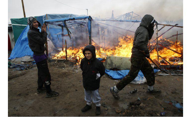 Acusan a Francia de brutalidad por desalojo en Calais