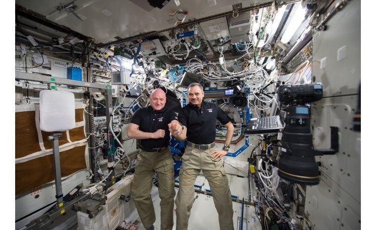 Astronauta y cosmonauta se desacoplan de estación espacial