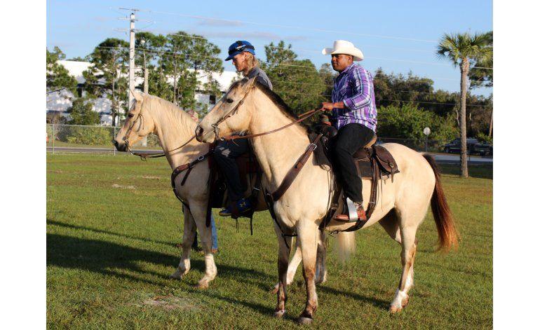 Céspedes y Syndergaard llegan a entrenamiento... a caballo
