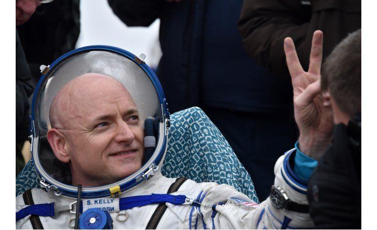 Dos astronautas vuelven a casa tras casi un año en órbita