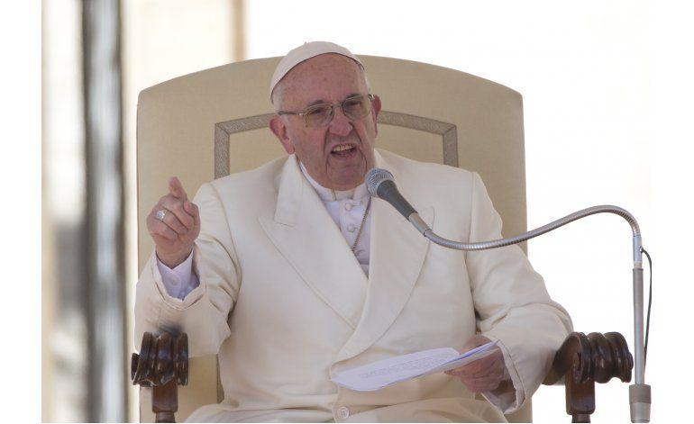 Papa dice que la iglesia no quiere dinero de explotadores