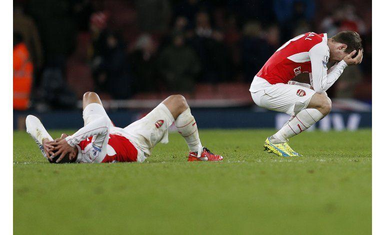 Tottenham y Arsenal pierden y siguen a la caza de Leicester