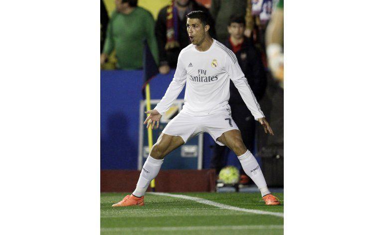 Cristiano marca y el Madrid toma aire en Levante