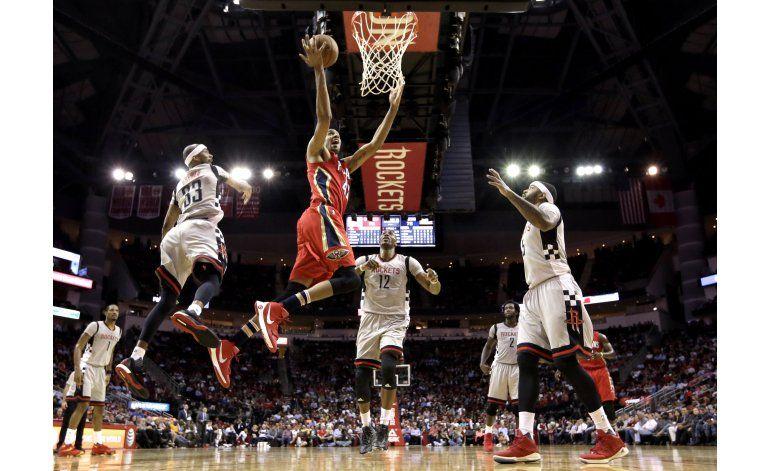 Harden y Rockets vencen a Pelicans pese a mala puntería