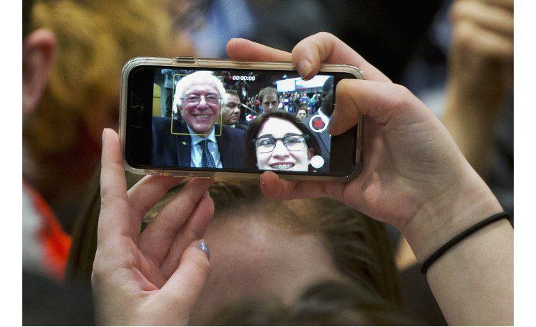 Hillary Clinton sigue sin convencer a los votantes jóvenes