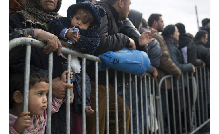 UE pondera deportación de migrantes a gran escala