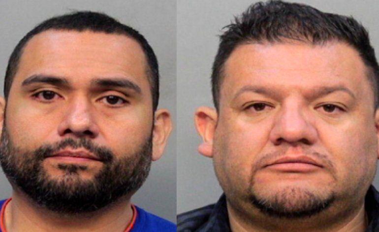Arrestan a dos hombres que se pinchaban llantas de autos para asaltar a las personas