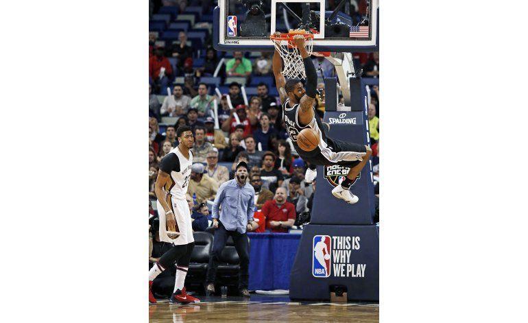 Leonard guía a Spurs en victoria de 94-86 ante Pelicans