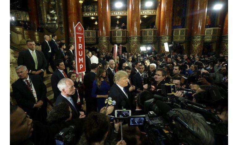 LO ULTIMO: Manifestantes interrumpen mitin de Trump
