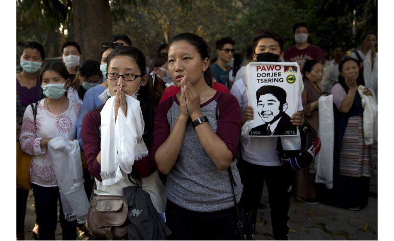 Tibetano en India se prende fuego como protesta contra China