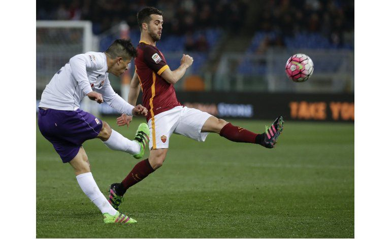 Roma golea a Fiorentina y se consolida en el tercer lugar