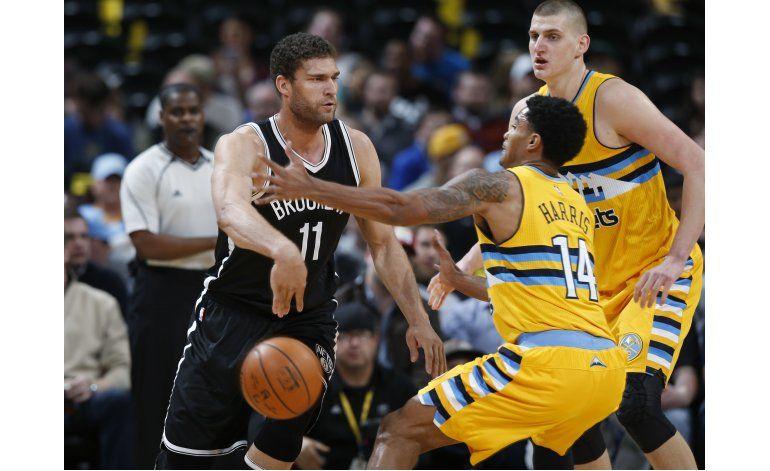 Lopez anota en último suspiro prórroga, Nets ganan a Nuggets