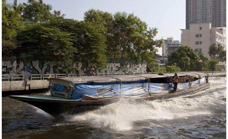 Explosión en taxi acuático causa 60 heridos en Bangkok