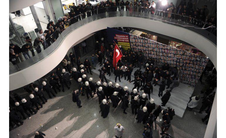Exigen a UE se pronuncie sobre libertad de prensa en Turquía