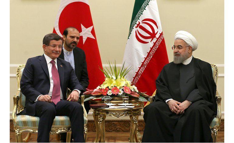 Premier turco se reúne con funcionarios iraníes