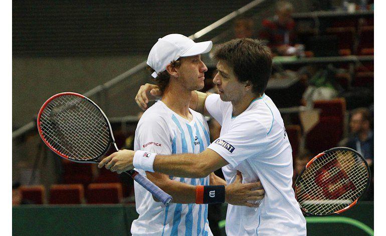 Argentina pierde en dobles y Polonia se acerca en Copa Davis