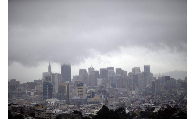 Tormentas borrascosas traen lluvia y nieve a California