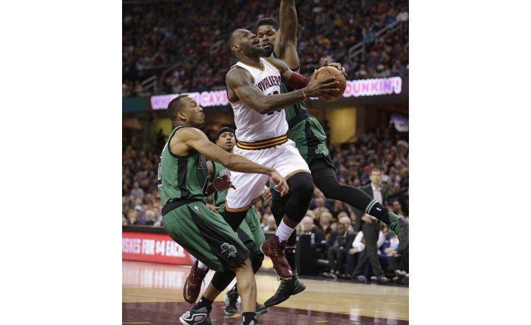 LeBron anotó 28 puntos en victoria de Cavs ante Celtics