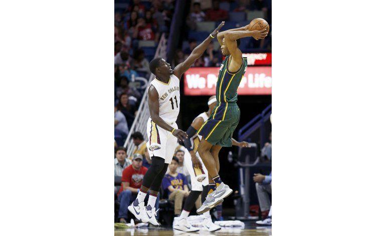 Favors lució en la victoria de Jazz sobre Pelicans