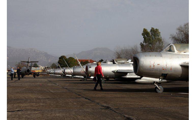 Albania vende aviones de la era comunista