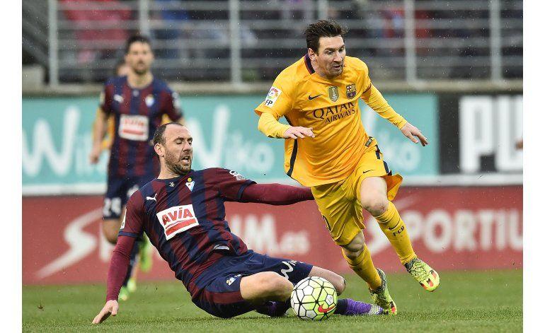 Con doblete de Messi, Barcelona golea 4-0 al Eibar