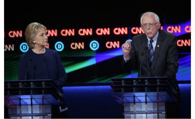 LO ULTIMO: Sanders y Clinton chocan por industria automotriz