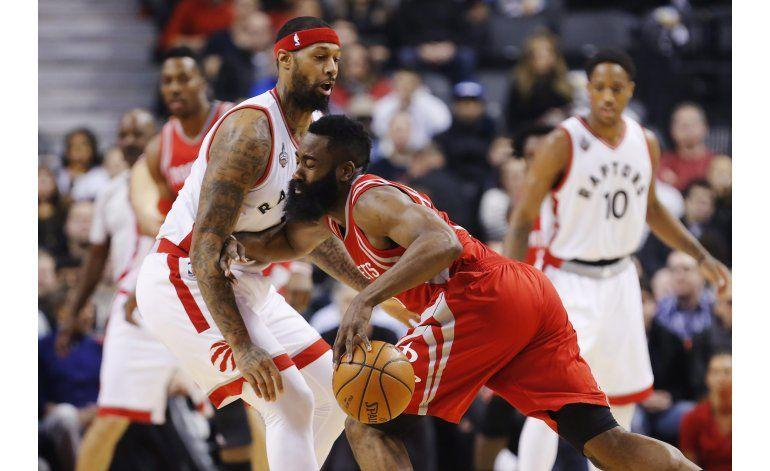 Rockets cortan a Raptors la buena racha en casa