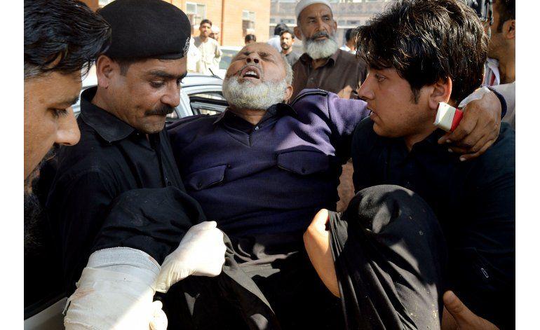 Once muertos en atentado talibán ante tribunal paquistaní