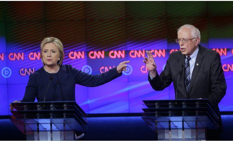 Clinton y Sanders se enfrentan sobre economía durante debate