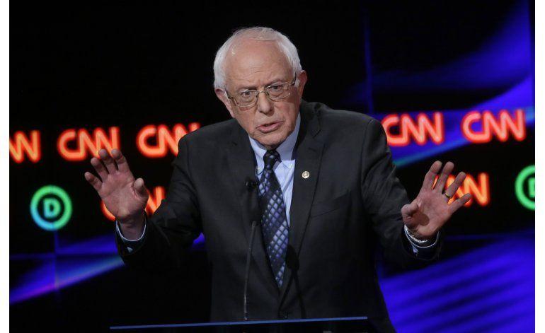 Separados por ideología, Trump y Sanders comparten frase