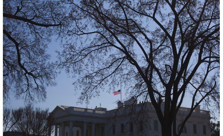 Banderas en Washington a media asta, por Nancy Reagan