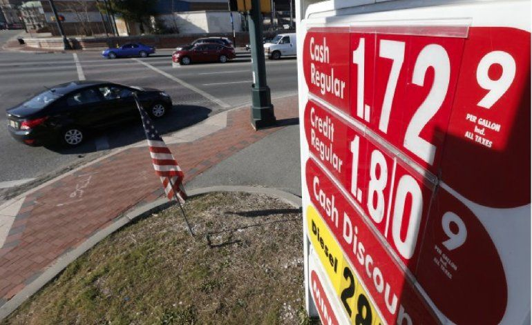 Baja el precio de la gasolina en Miami, y podría seguir así hasta fin de año
