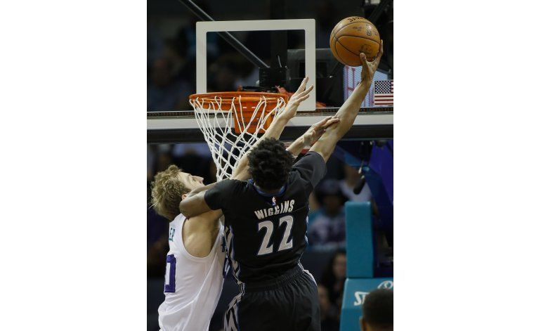 Walker destaca en triunfo de Hornets sobre Timberwolves