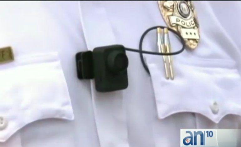 Comisión del condado discutirá propuesta de colocar cámaras portátiles en uniformes de policías